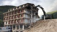 Le fasi della demolizione del Park hotel Visso (1)