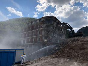 Le fasi della demolizione del Park hotel Visso (2)