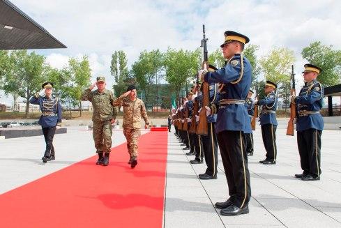 Picchetto d_onore da parte della Kosovo Security Force (2)