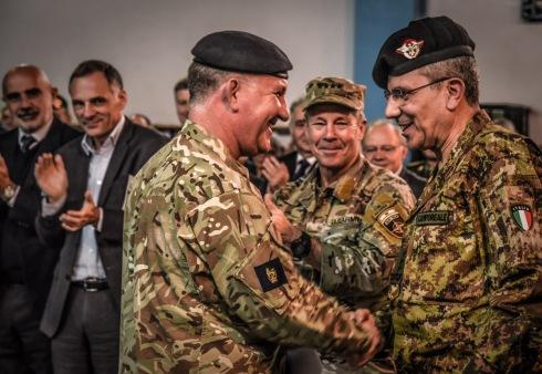 1. Il Tenente Generale Cripwell saluta il Generale di Corpo d'Armata Camporeale