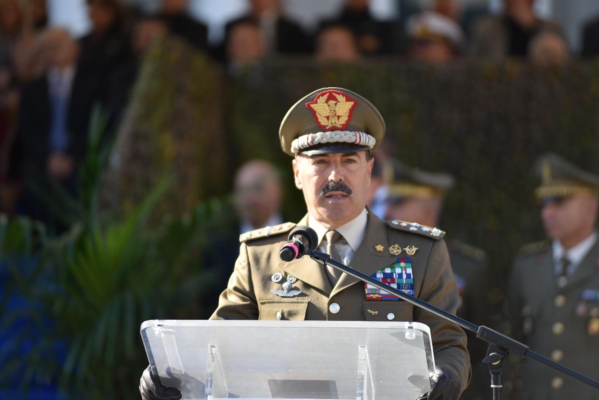 Il Generale di Corpo d'Armata Salvatore Farina durante il suo discorso