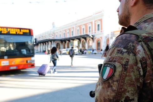 Foto 2 Militare in servizio di vigilanza