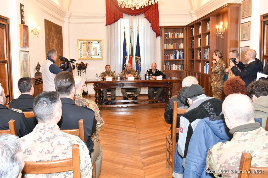 4. Il Gen. C.A. Claudio Mora illustra alla stampa le novità del processo selettivo dell'Esercito