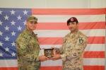 1. Missione in Iraq, da sx il Cap. stautinitense Joseph A. Kinsey (subentrante) i il Ten. Col. Vincenzo Leone(cedente).