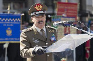 Il Generale Farina durante il suo discorso agli allievi