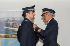 Il ten. Ilario S. riceve l'Aquila dal Generale D.A. Colagrande
