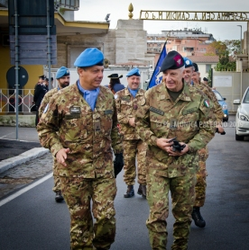 Il comandante della Granatieri generale Fulco accoglie il comandante Aqui generale Polli
