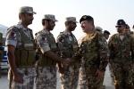 Il Generale Farina Saluta il personale dell'Esercito delQatar