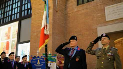 Collonnello Francesco Serafini con il Colonnello Verso primo comandante del riconfigurato reggimento carri nella sede di Bellinzago Novarese