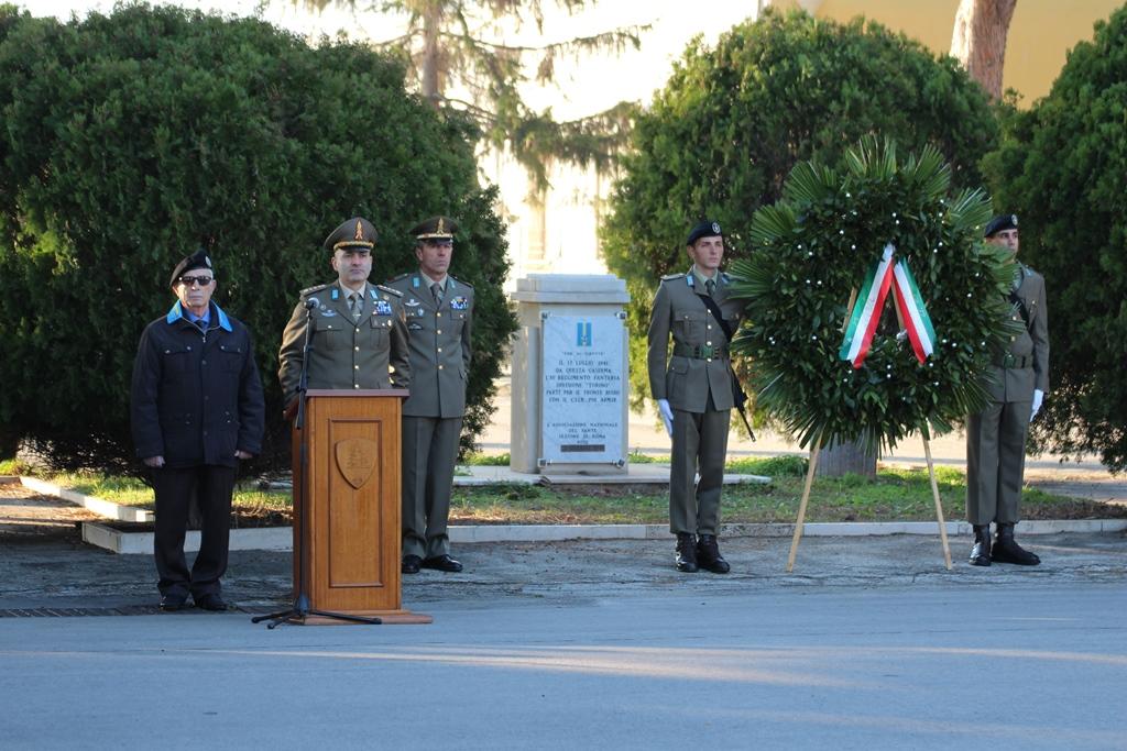 Deposizione corona al Monumento ai Caduti