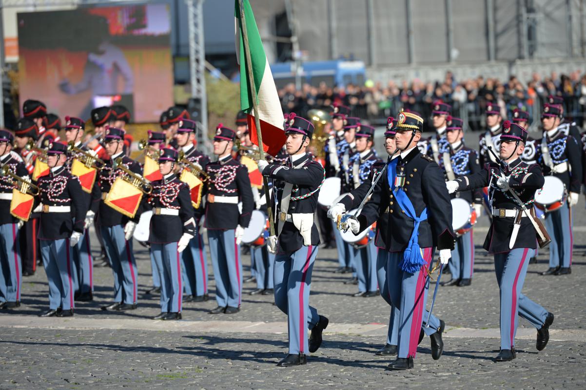 2. Afflusso della Bandiera della Scuola Militare Nunziatella.jpg