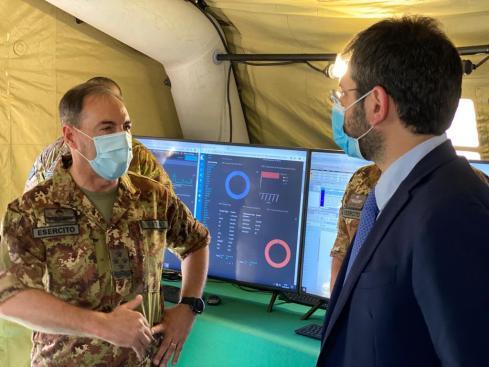 1. L'On. Angelo Tofalo (a destra) e il Generale di Corpo d'Armata Salvatore Farina