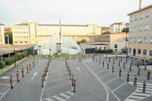 Foto 1 Ufficiali frequentatori della Scuola di Applicazione in partenza ...