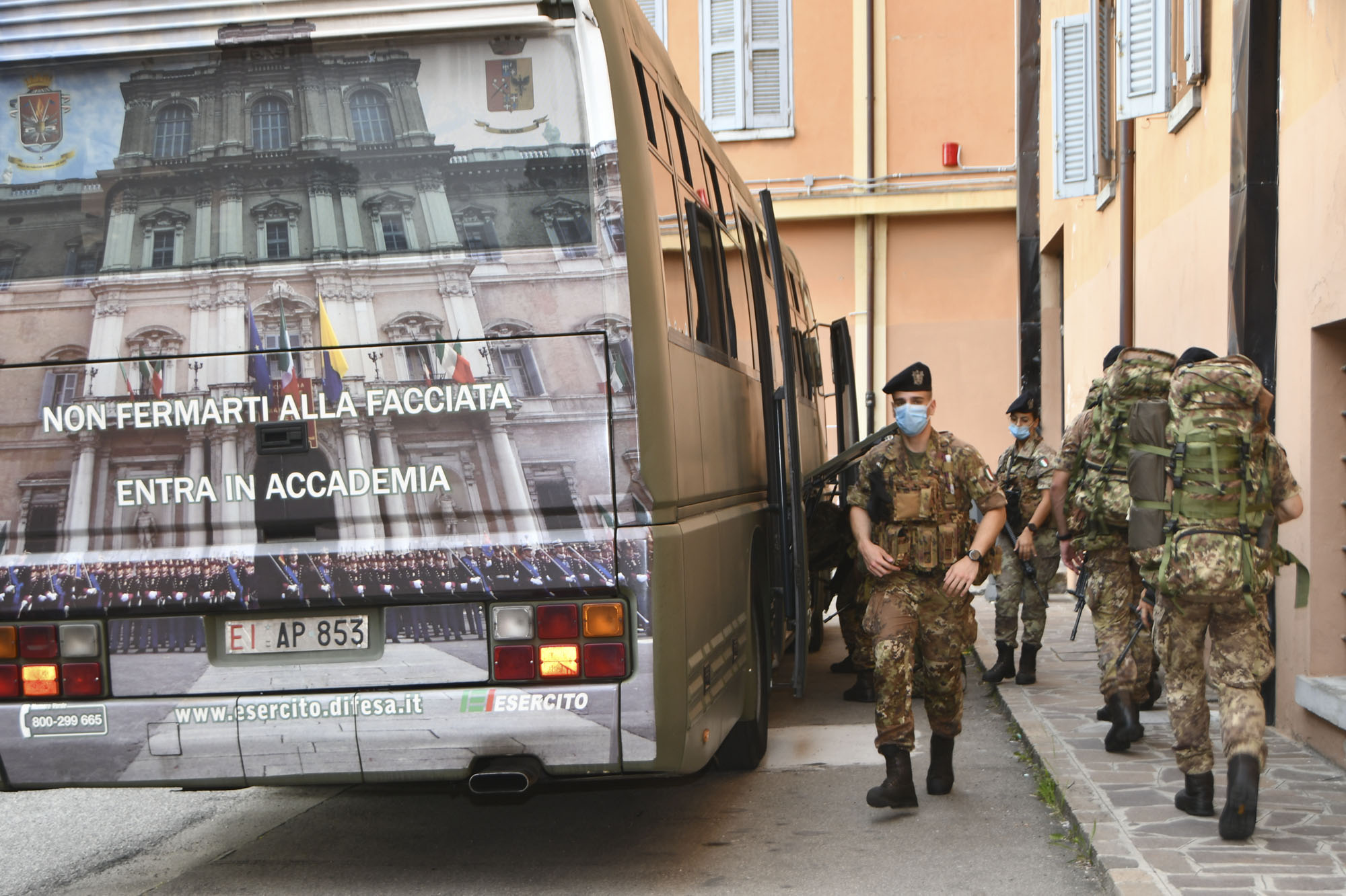 Foto 2 Allievi Ufficiali dell'Accademia Militare in partenza per Una Aci...