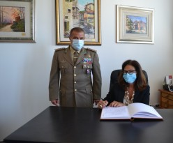 FOTO 3 FIRMA ALBO D'ONORE