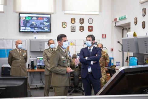 il Comandante Logistico e il SSSD nella Sala operativa logistica 2
