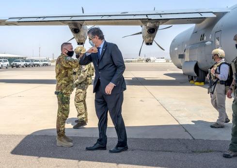 2. L'arrivo dell'Amb. Pontecorvo ricevuto dal Generale Barduani_