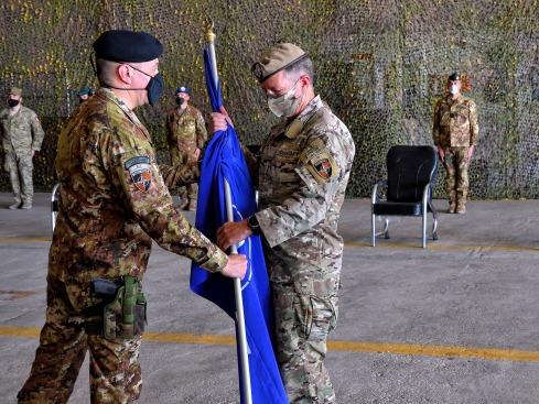 5 Passaggio della Bandiera NATO dal Gen Barduani