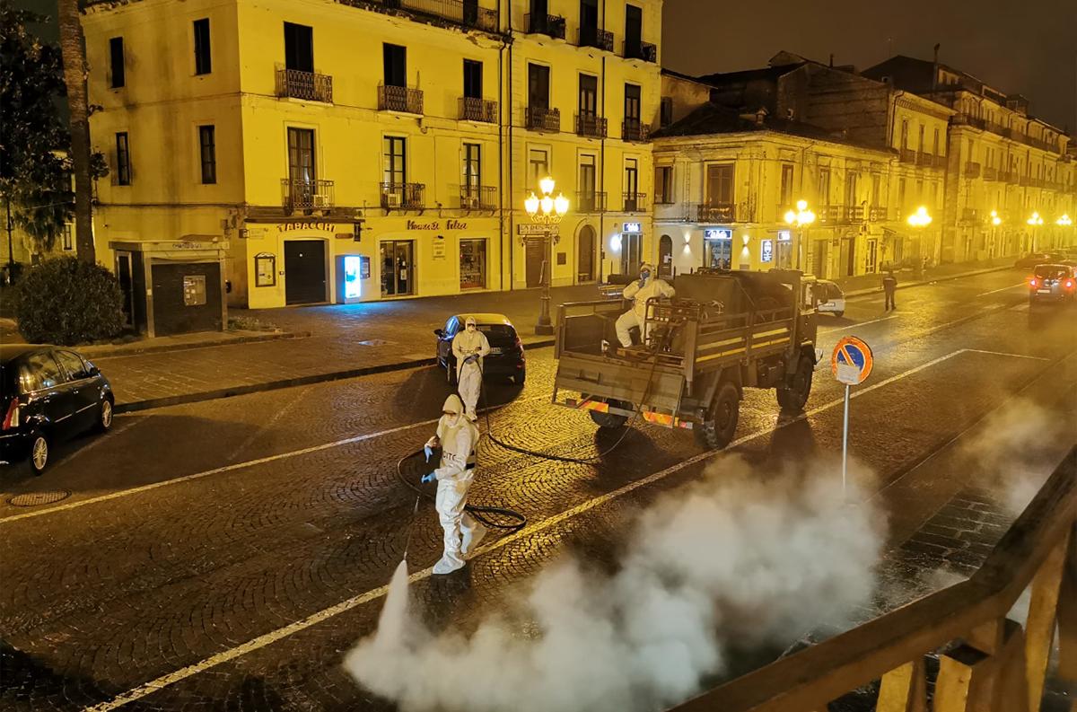 Squadra disinfettori dell'Esercito, una delle azioni di contenimento della pandemia